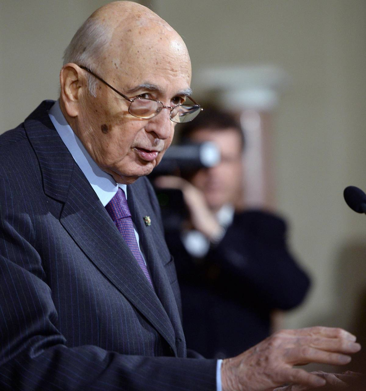 Caso Geithner, Napolitano scarica il barile: complotto contro il Cav? Non so nulla