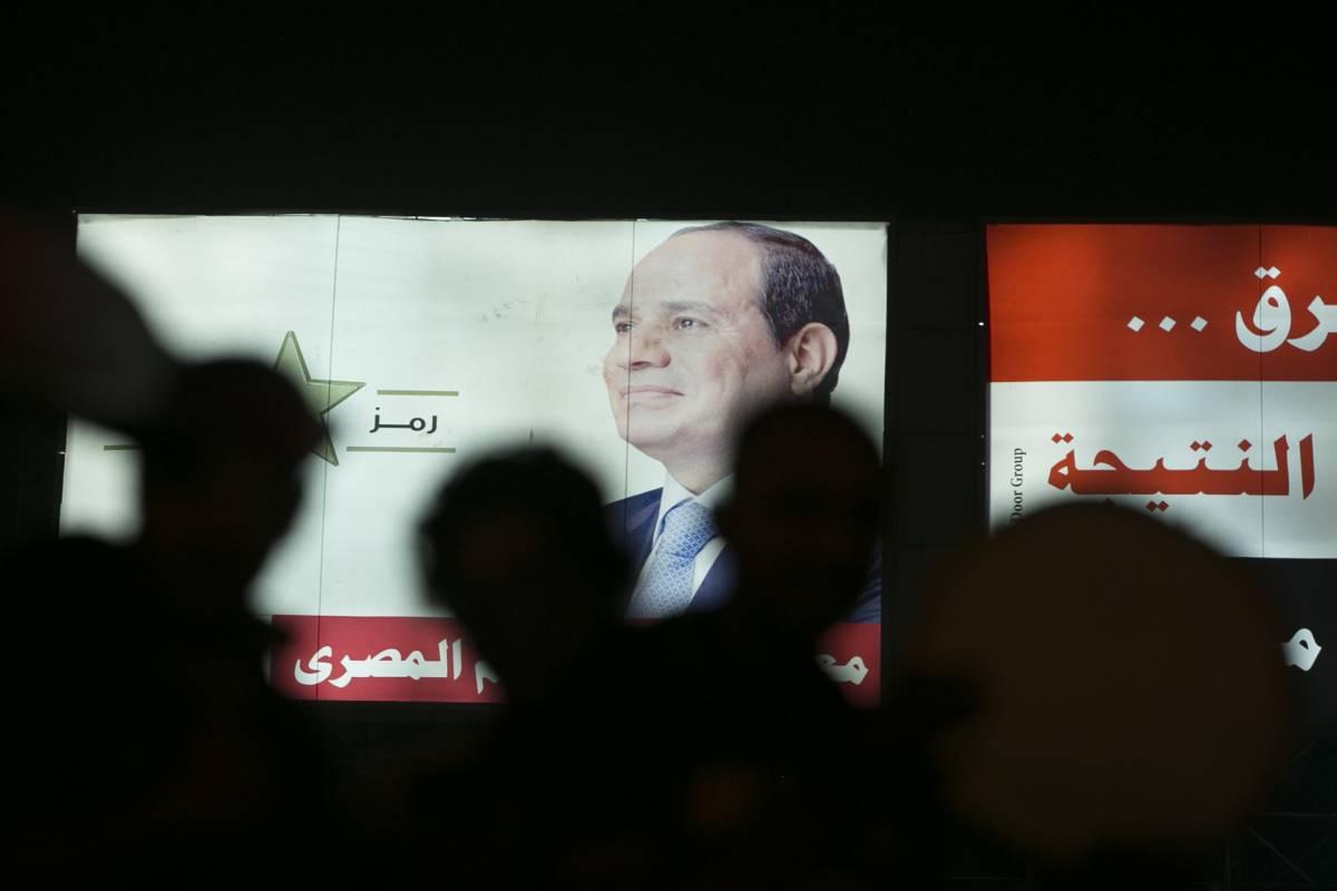 Un poster elettorale di Abdel Fattah al-Sisi a piazza Tahrir