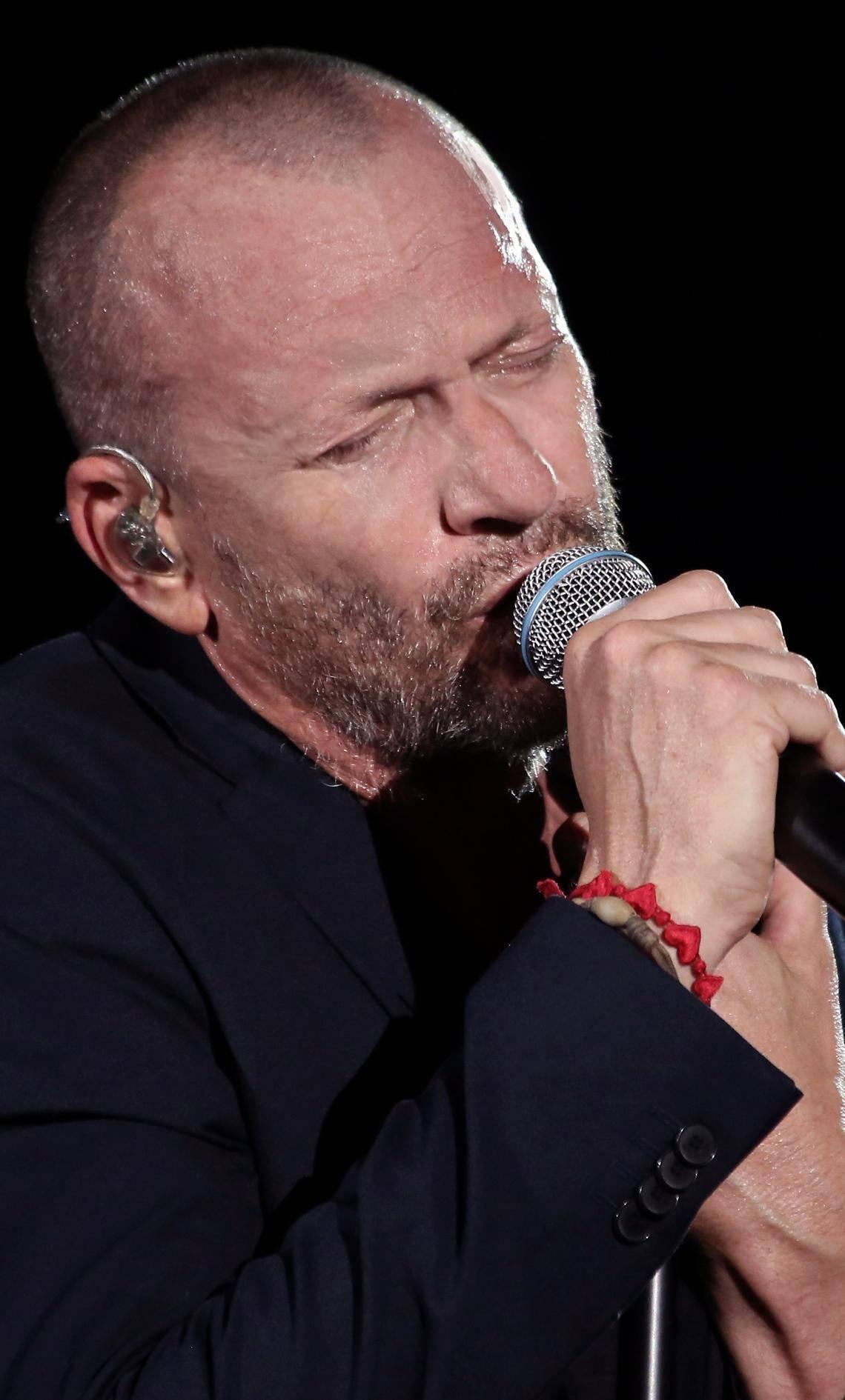 """Biagio Antonacci è nato a Milano nel '63. Il suo primo successo è stato """"Liberatemi"""" del '92"""