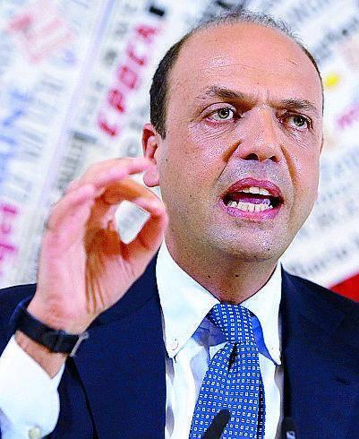 Schiaffo dell'Ue: l'Italia si arrangi contro gli sbarchi