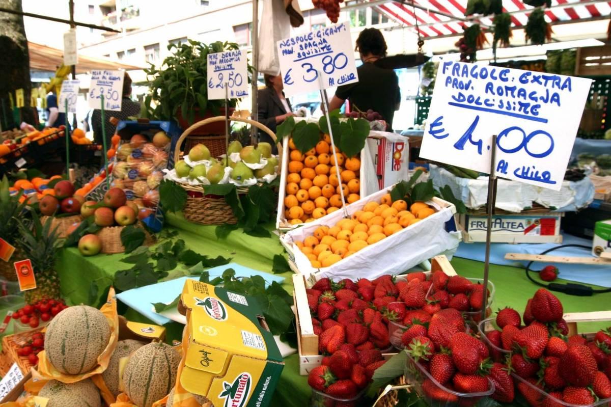 Economia al palo, gli italiani tagliano anche la spesa alimentare