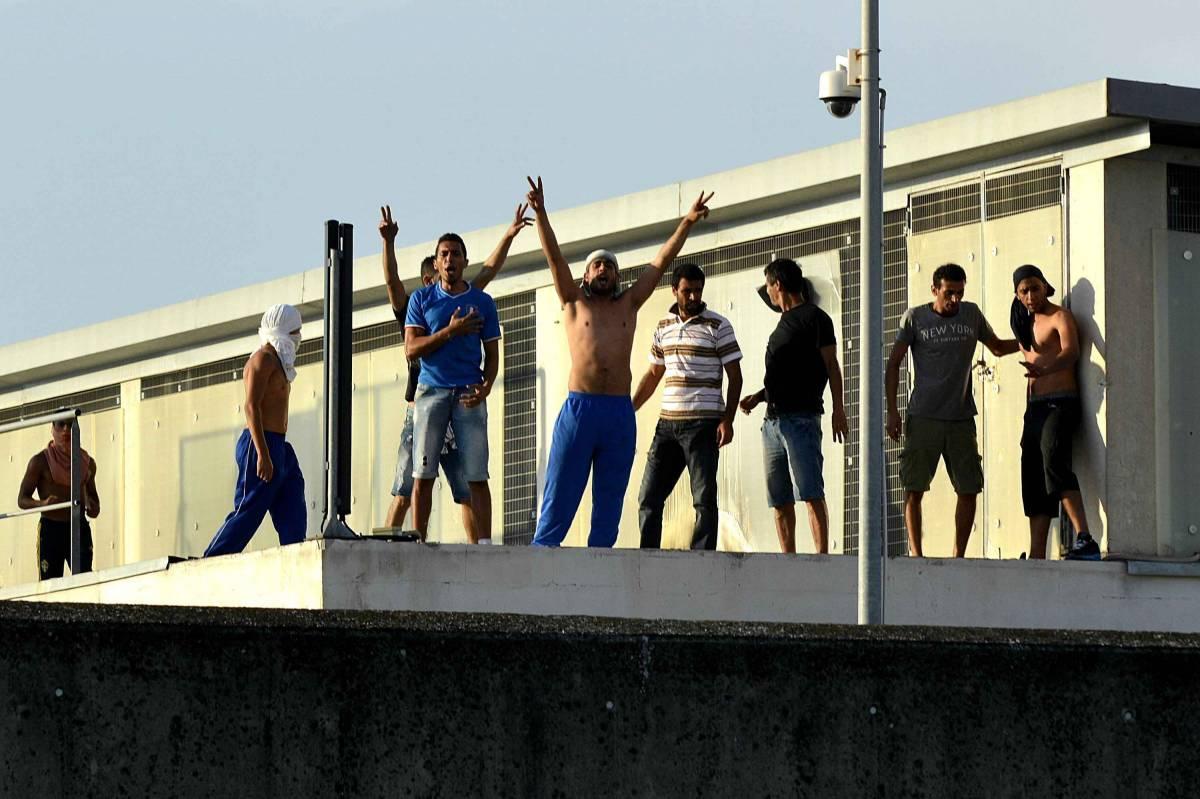 Protesta degli immigrati al Cie di Ponte Galeria