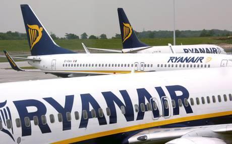 """Ryanair: """"Imbarcando più passeggeri volerete più comodi"""". Ma com'è possibile?"""