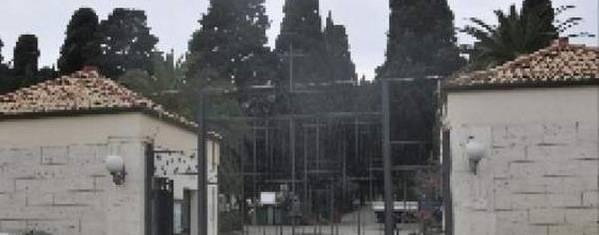 Il cimitero di Crotone prima della rimozione della Croce