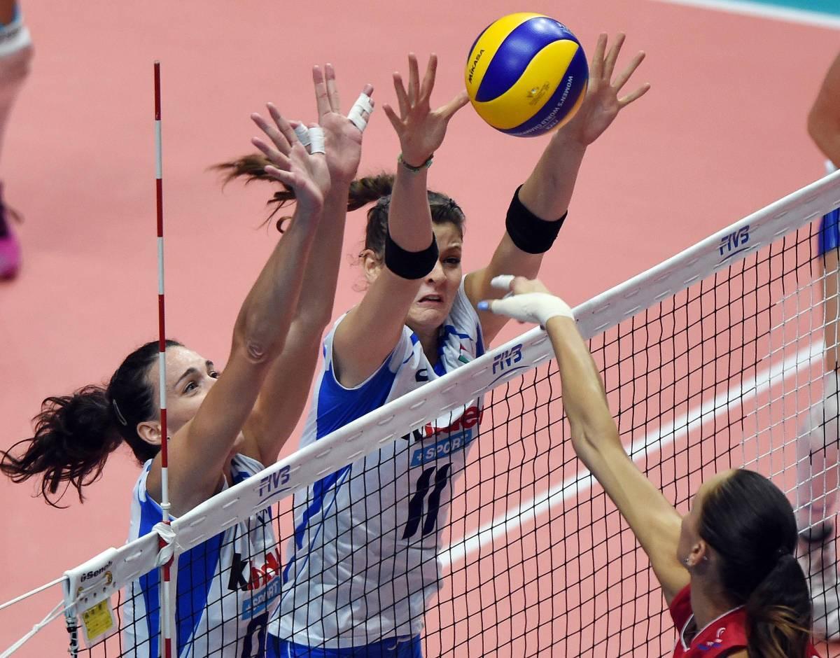 Cristina Chirichella (D) e Nadia Centoni durante il match con la Russia