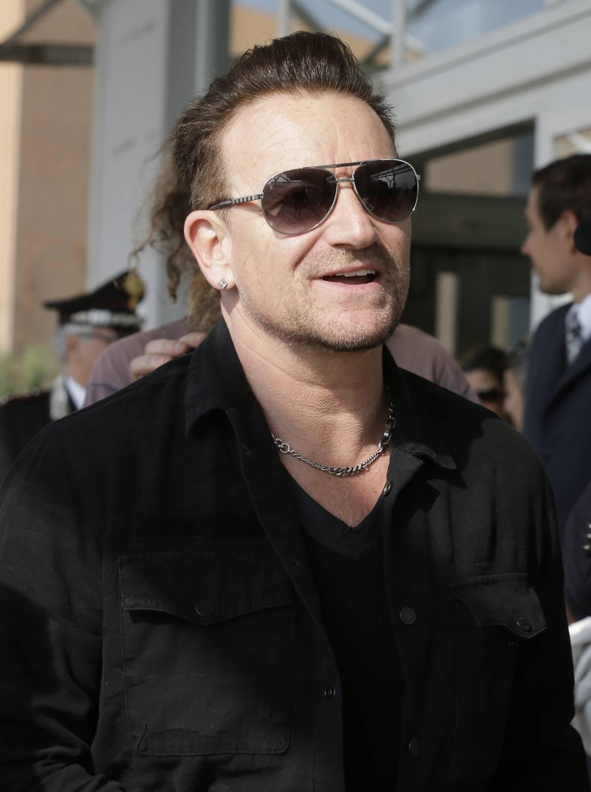 Paura in volo per il leader degli U2