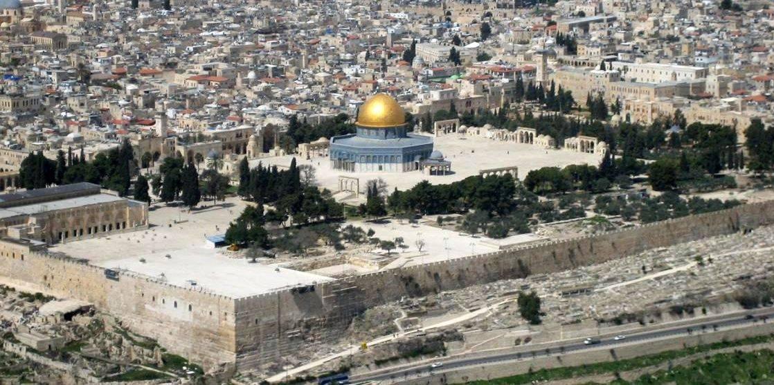 Gerusalemme, scontri alla Spianata. Attentato a Sheikh Jarrah: un morto