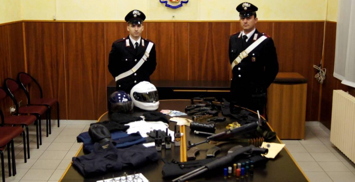 Uccise un carabiniere, rapina furgoni