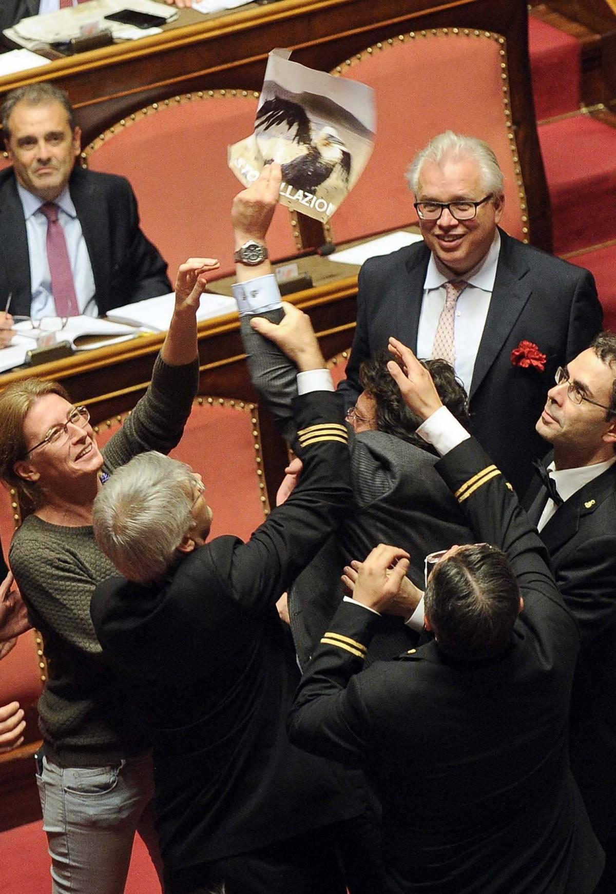 Prove di inciucio tra Pd e Grillo Adesso Renzi imita Bersani