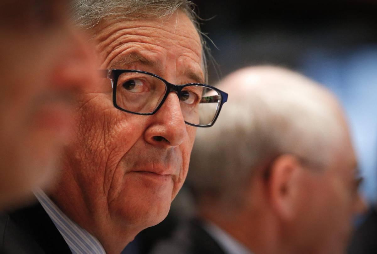 """Ieri l'omertà, oggi un coro: """"Juncker, perfetto innocente"""""""