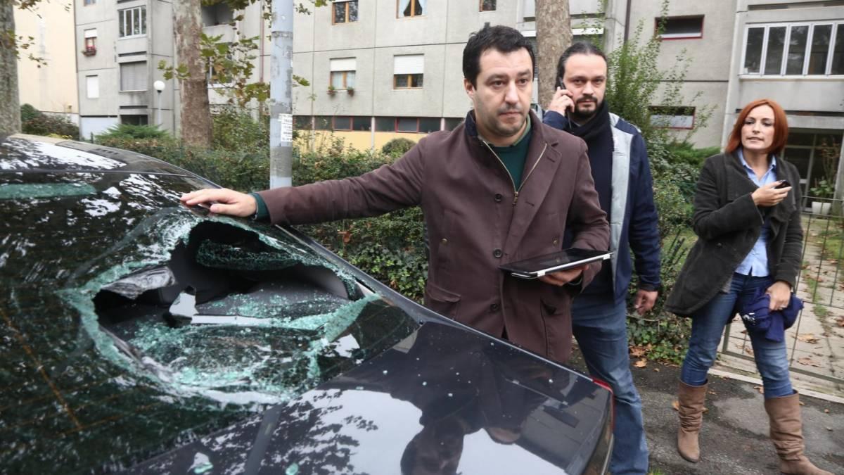 L'auto di Matteo Salvini distrutta dagli antagonisti