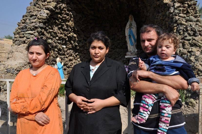 """Tra i cristiani in fuga dal Califfo: """"Fatti a pezzi per la nostra fede"""""""