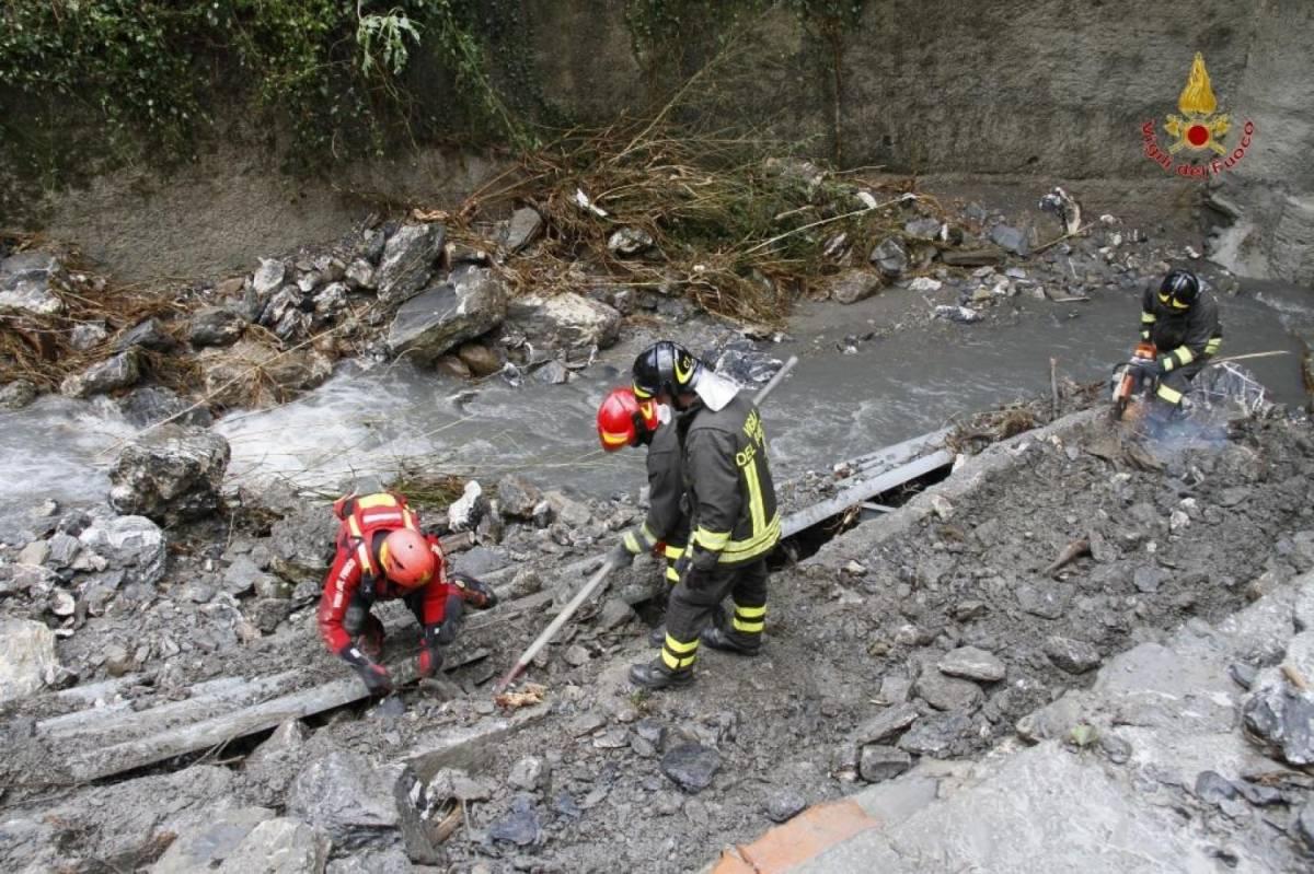 Genova, i vigili del fuoco cercano un anziano disperso a Serra Riccò