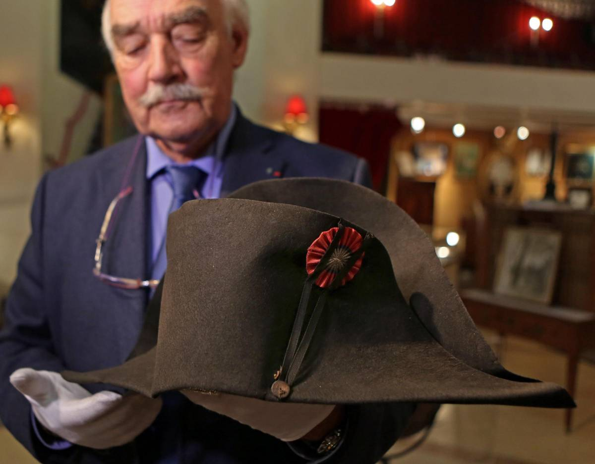 Il cappello di Napoleone venduto all'asta. Ne esistono ancora 19