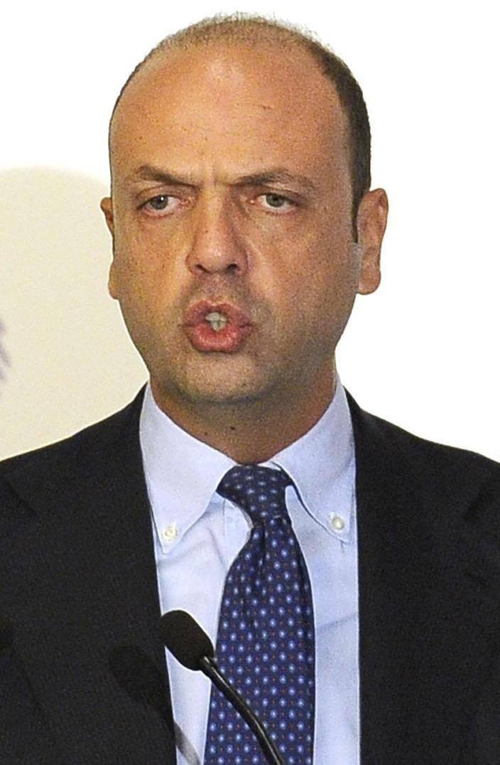 Toh, Alfano si accorge che l'Italia ormai è invasa «Siamo troppo accoglienti»