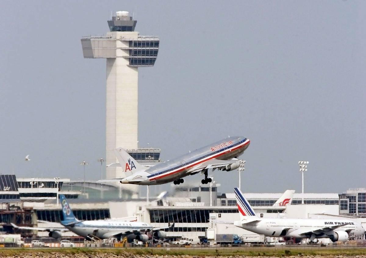 Paura al JFK di New York, allarme bomba su aereo dell'American Airlines