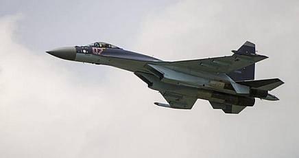 Siria, i russi bombardano Raqqa