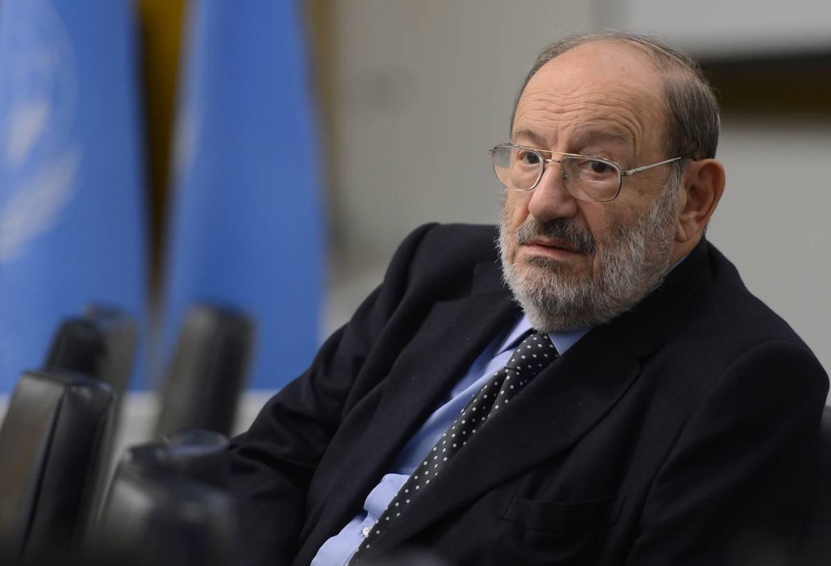 """Umberto Eco spara a zero: """"Internet è la patria degli scemi del villaggio"""""""
