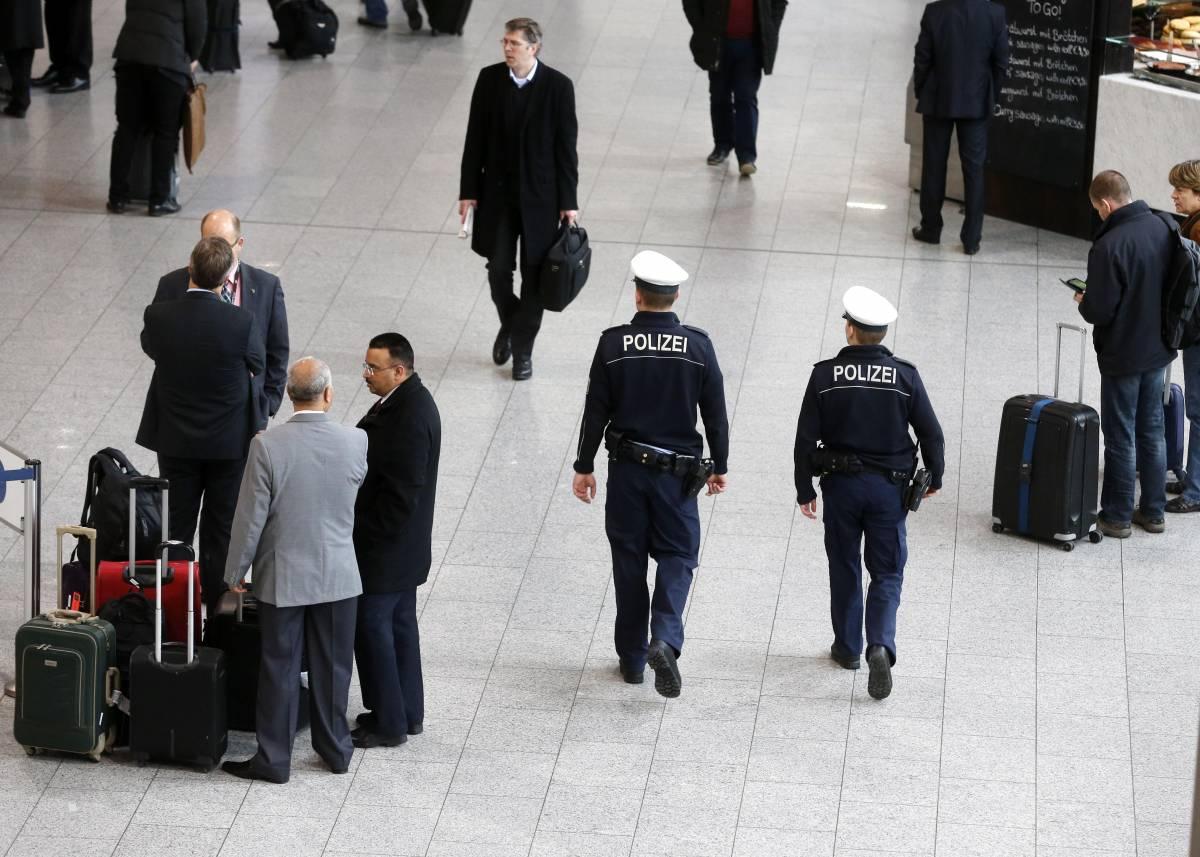 Lotta al terrorismo, l'Ue schederà chi viaggia in aereo