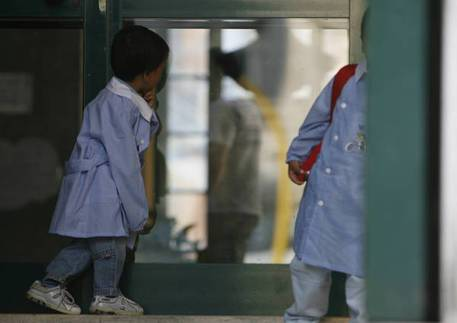 """La denuncia in una scuola: """"Chiuso in stanza a scuola, bimbo autistico isolato in classe"""""""