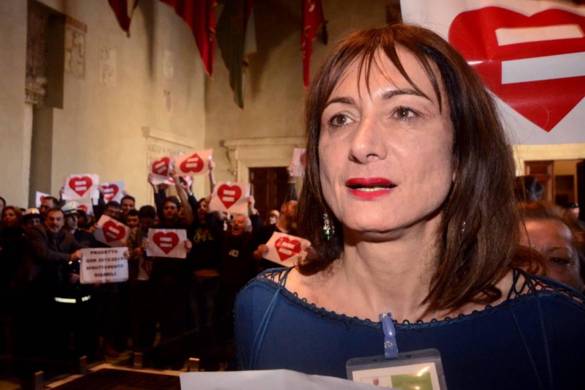 """Luxuria choc: """"Ho una relazione con un politico di destra"""""""