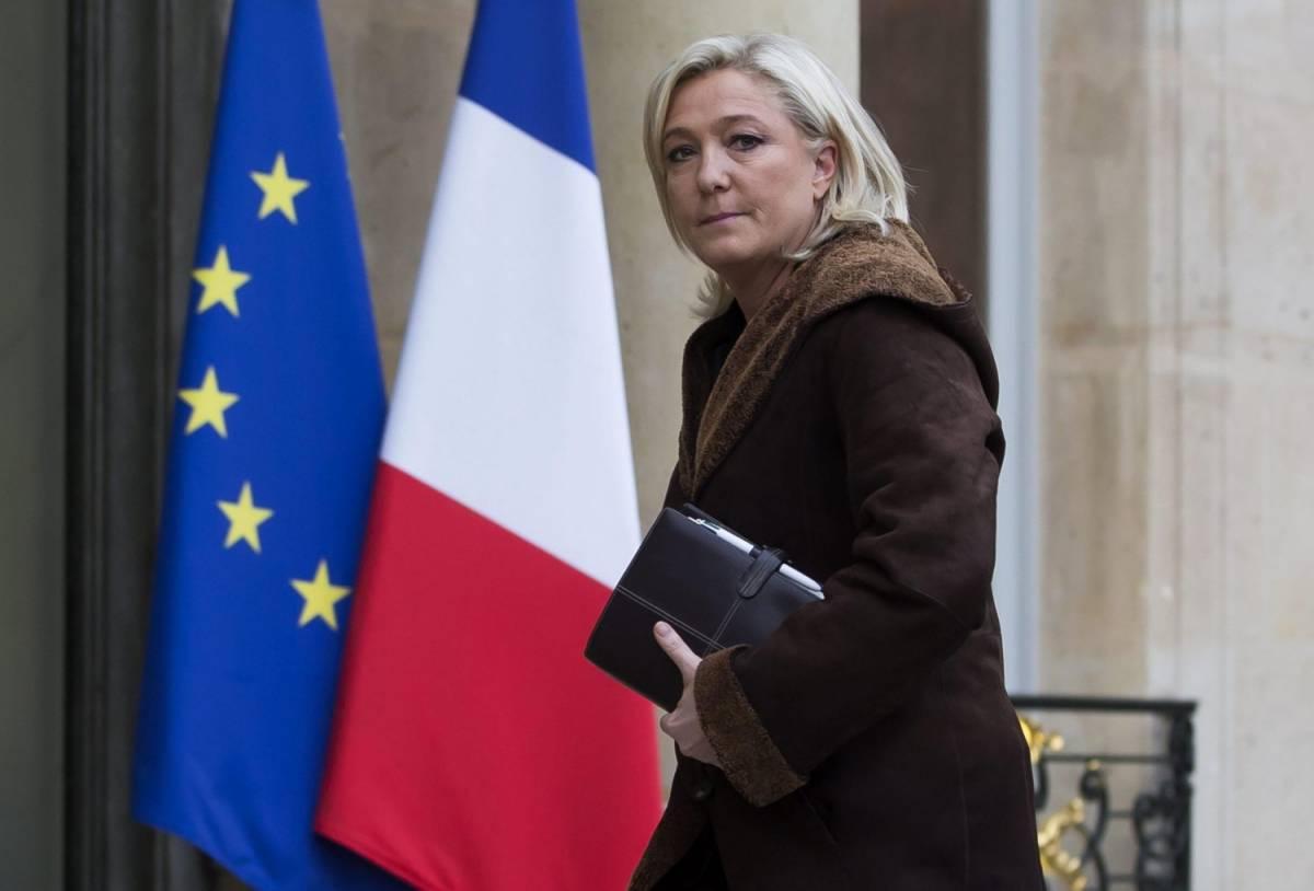 """Ucraina, Le Pen attacca Obama: """"Vuole la guerra e l'Europa lo asseconda"""""""