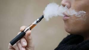 Le sigarette elettroniche spingono i giovani a fumare