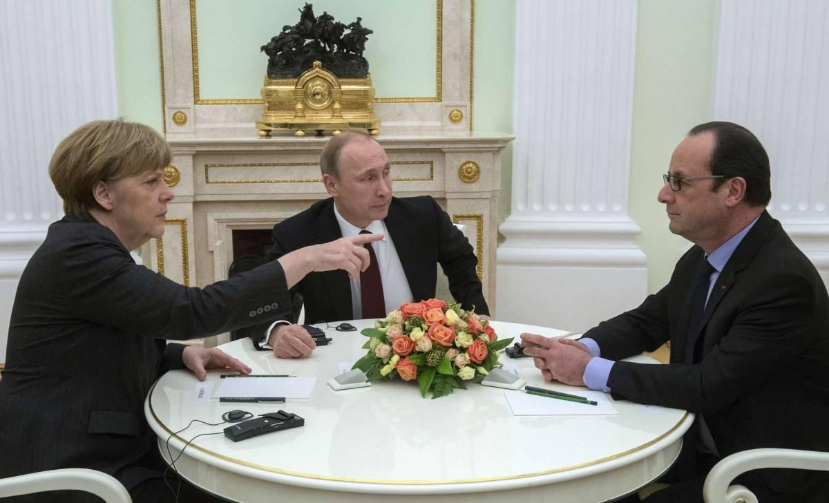 Merkel e Hollande da Putin: Nato è già divisa sull'Ucraina