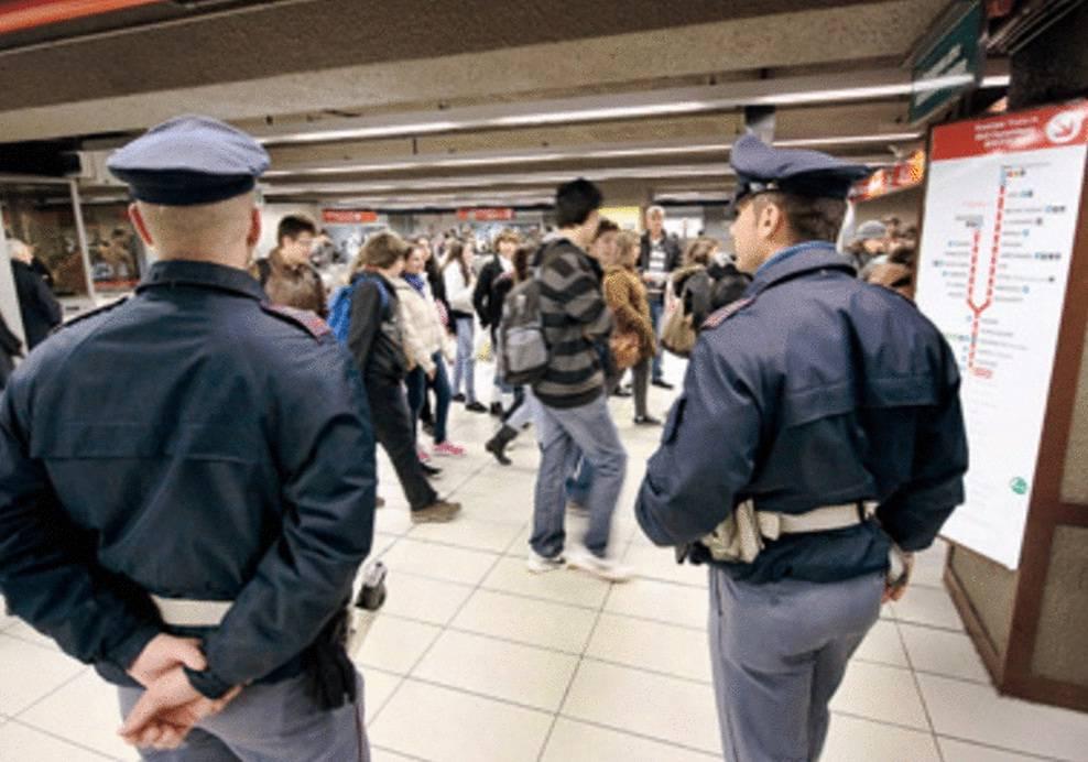 Panico su un bus a Cusano Milanino per un pacco sospetto