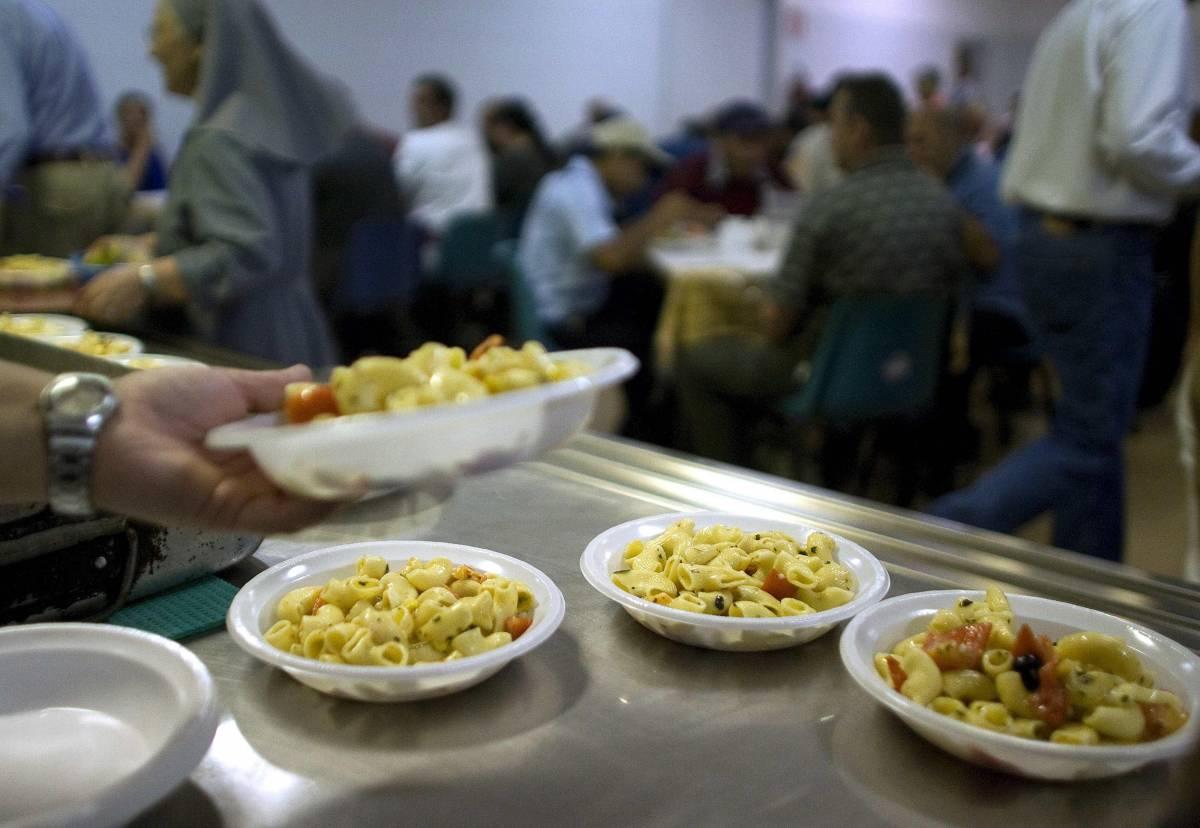 """""""Ci servite il cibo da vecchi"""" Profughi assaltano casa di riposo"""