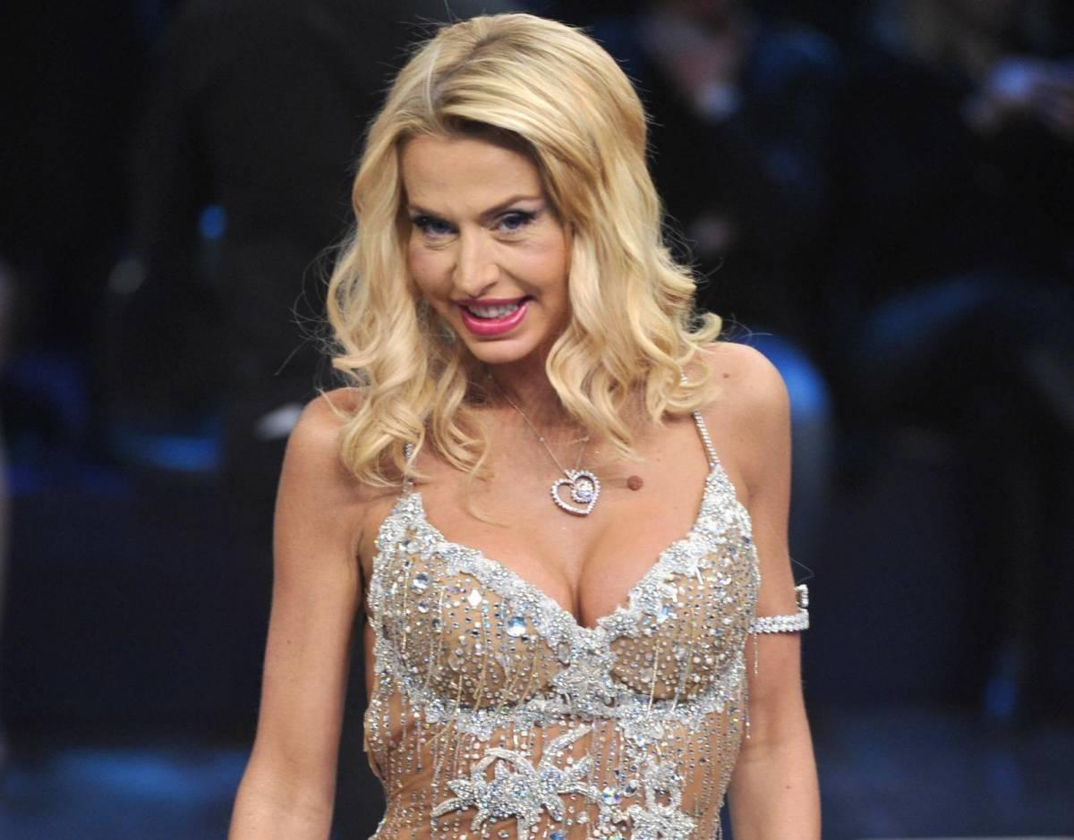"""Le nozze di Valeria Marini annullate dalla Sacra Rota: """"L'ex marito era già sposato"""""""