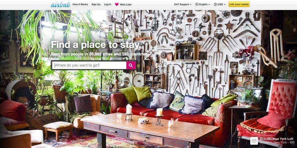 Corsi internet ai nonni per affittare con Airbnb: gli albergatori in rivolta