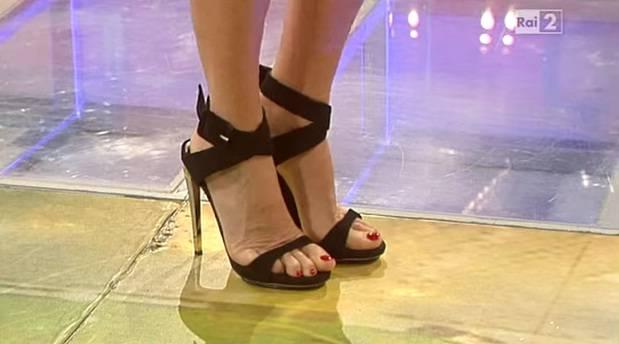 Per i feticisti dei piedi ecco il sex toy di silicone con lo smalto sulle unghie