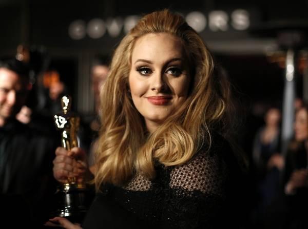 Adele si finge Adele