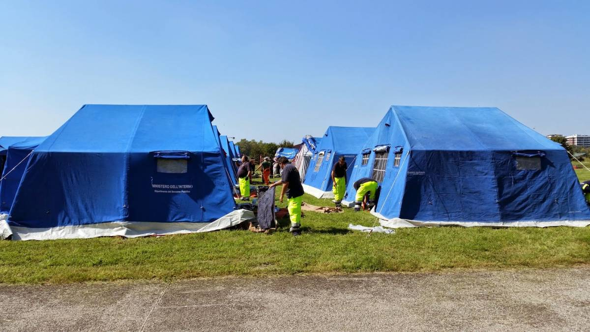 """Nel campo profughi si ribellano: """"Non vogliamo il riso freddo"""""""