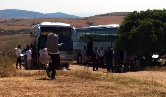 Sardegna, profughi asserragliati sul bus per protesta