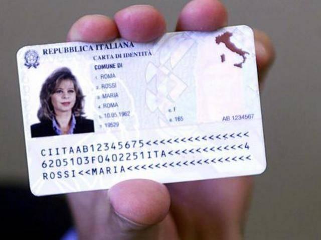 Carta d'identità elettronica? Ora non la vuole più nessuno