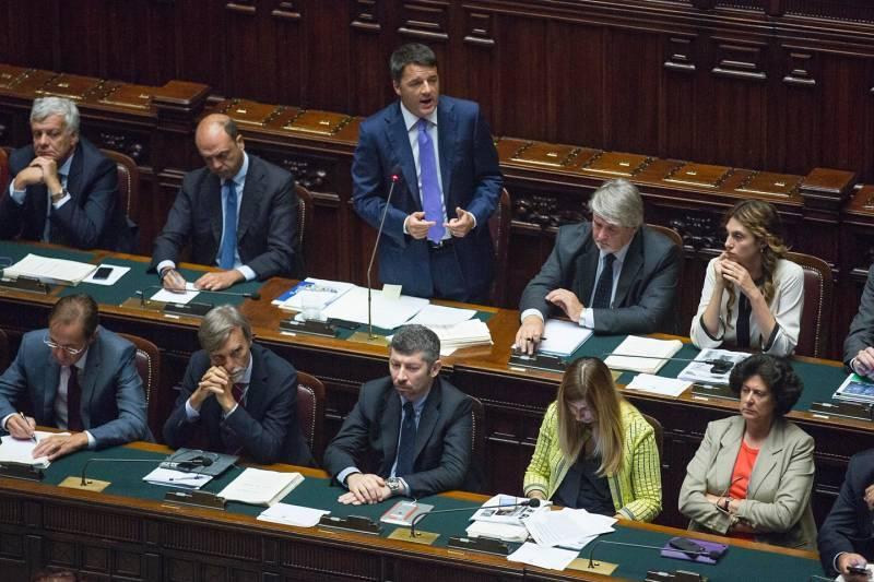 Renzi minaccia larghe intese per piegare la minoranza Pd
