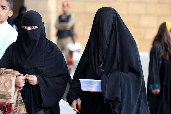 Aggressione a islamici: donna inzuppata d'alcol