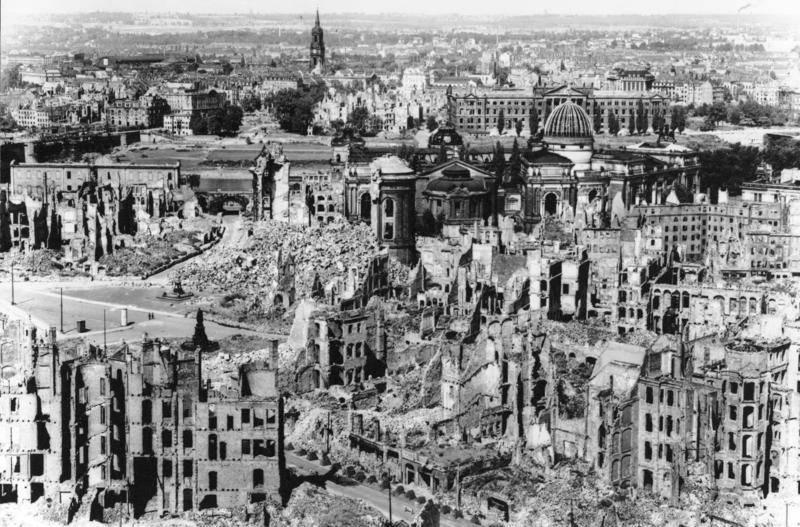 Le macerie di Dresda dopo il bombardamento