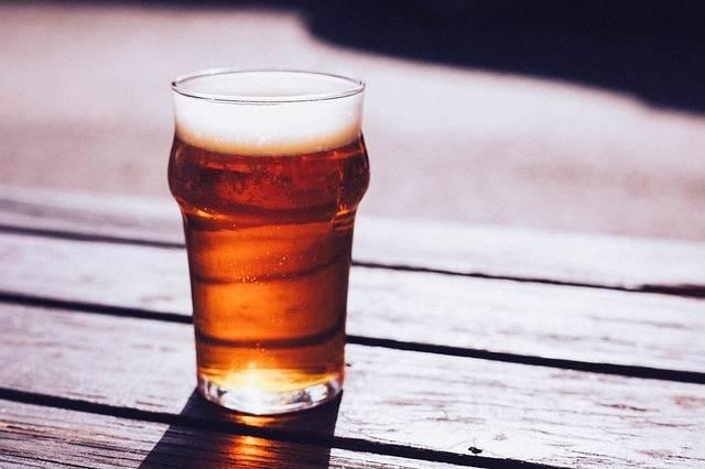 """Il consiglio dell'esperta: """"Bere birra aiuta a fare sesso"""""""