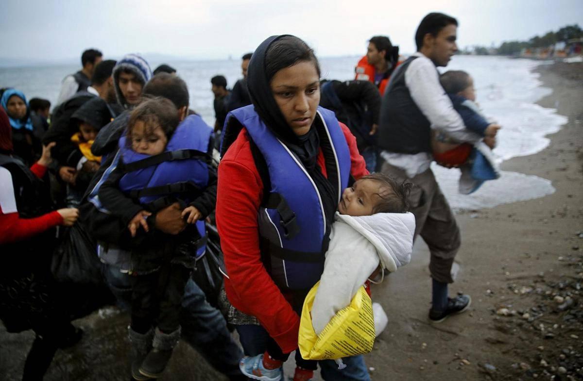 Gli smartphone, i migliori amici dei profughi