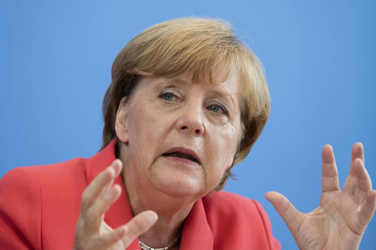 Che disastro la Merkel in cinque mosse ha affondato l'Europa