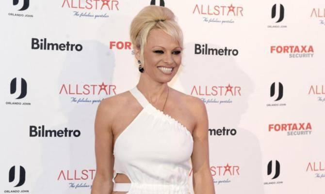 Pamela Anderson e la fuga dal botox