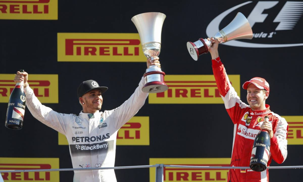 La FIA congela il titolo di Lewis Hamilton: motore sotto inchiesta