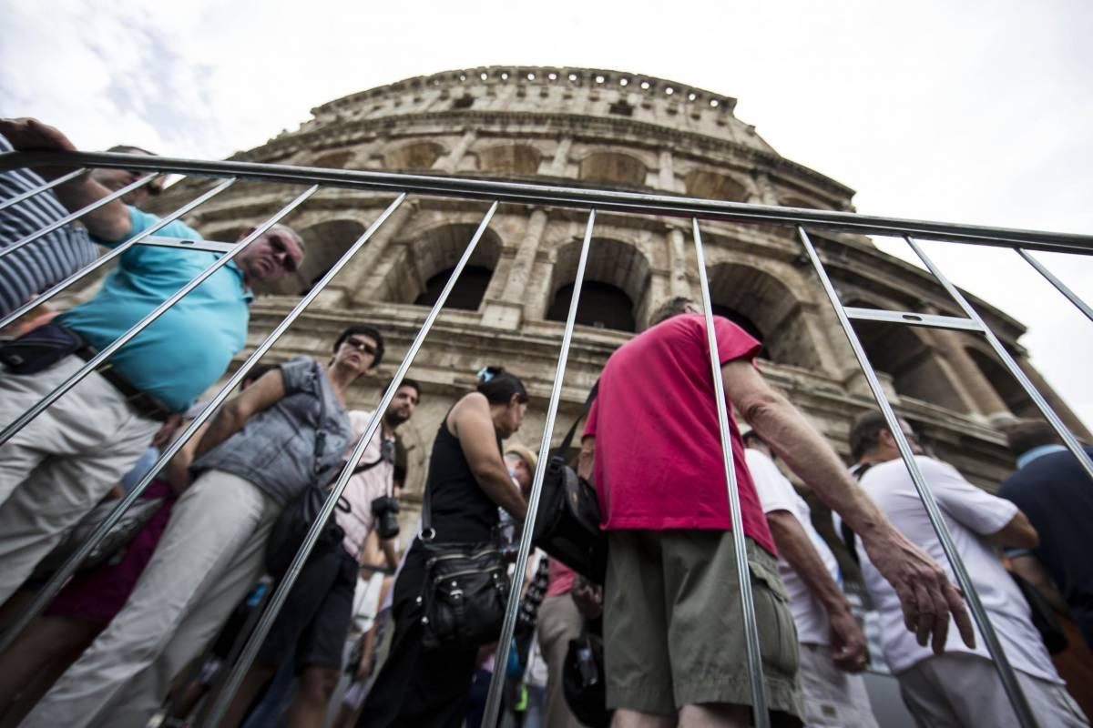 Al Colosseo schiaffo ai turisti: di nuovo chiuso per assemblea