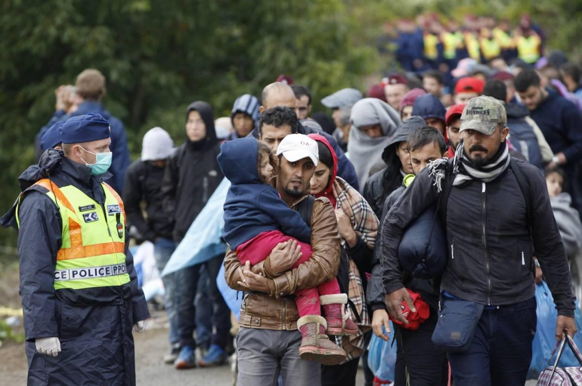 """Tusk: """"12 milioni di profughi pronti ad arrivare in Europa"""""""