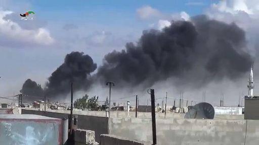 """I tweet dei siriani che esultano per gli attacchi: """"I francesi bombardano Raqqa, i guerriglieri Isis scappano come topi"""""""