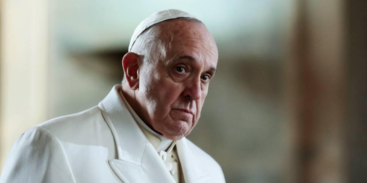 """Il Papa cade nella trappola e benedice gli """"okkupanti"""""""