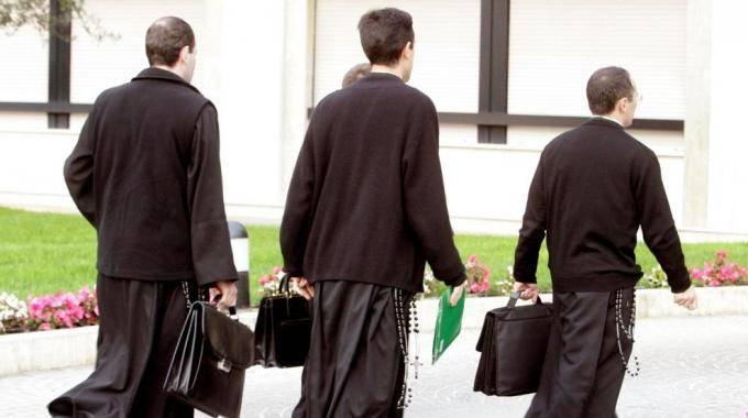 Anche i preti ora aprono alle unioni civili